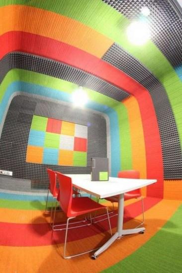 Toimisto_äänieristetty_hiljainenhuone_burmatex_lateral-carpet-tiles-sound-box-poland-04-532x800_laattasuora_textiilipalamatto_textiilimatto_palamatto