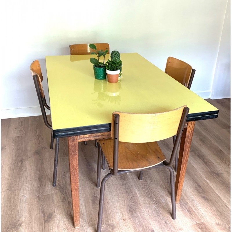 table formica jaune