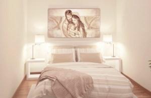 PRESTIGE10 Capezzale quadro moderno su tela sacro con sacra famiglia per la camera da letto - Ambientazione