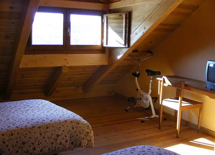Detalle habitación en buhardilla