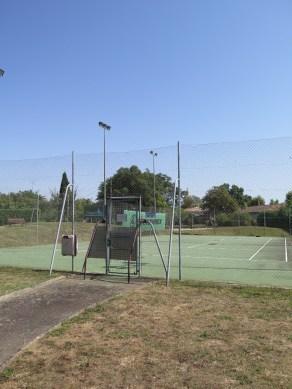 Terrain de tennis extérieur