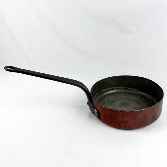 ancienne poele en cuivre et laiton