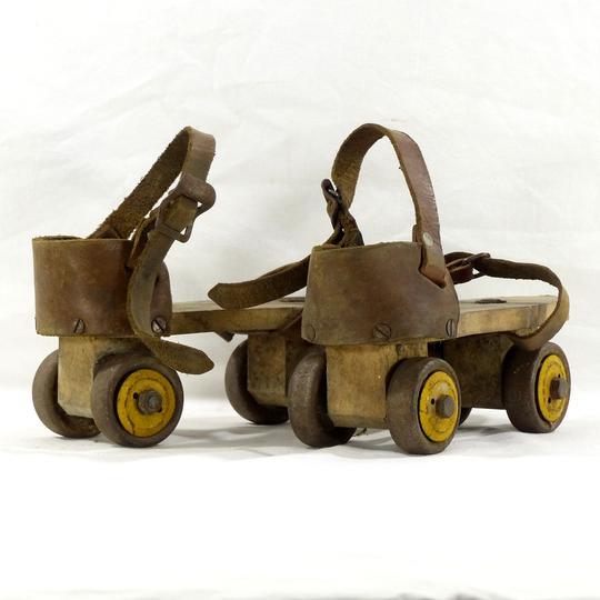 ancienne paire de patins a roulettes vintage