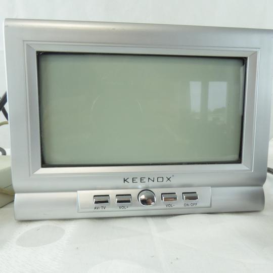 tv portative en noir et blanc keenox