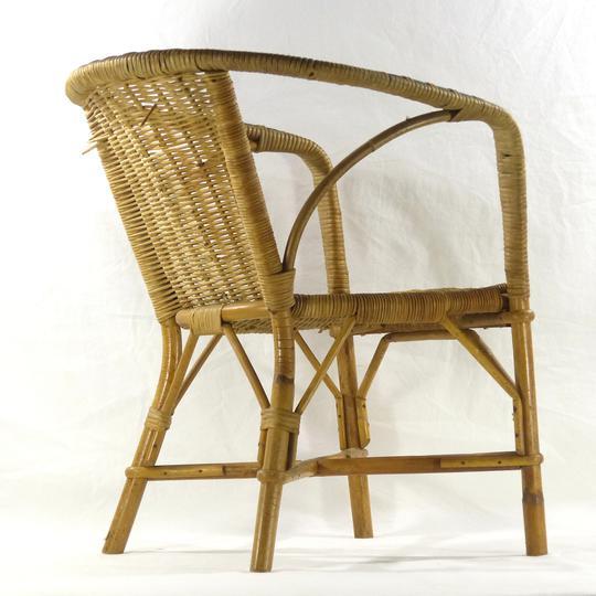 ancien fauteuil pour enfant en rotin vintage