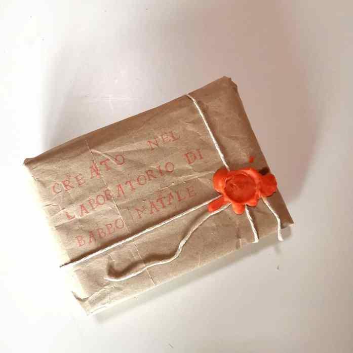 pacco regalo degli elfi dl laboratorio di Babbo Natale