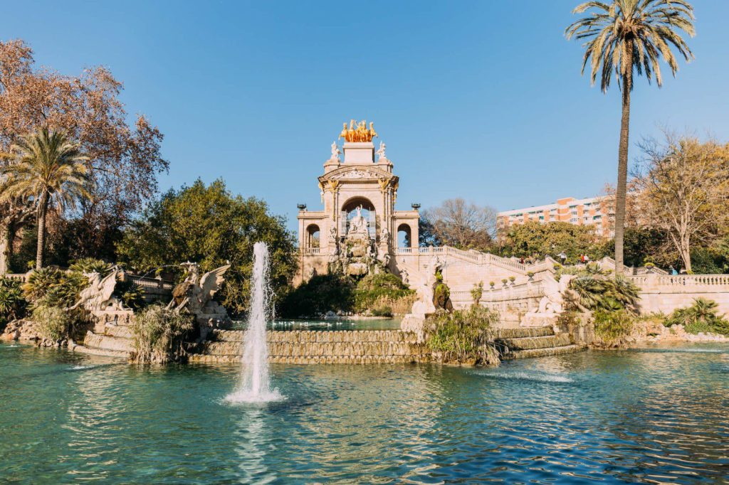 the beautiful Park de la Ciutadella in Barcelona is among the top most important things to see when you travel to Barcelona Spain #barcelona #travel