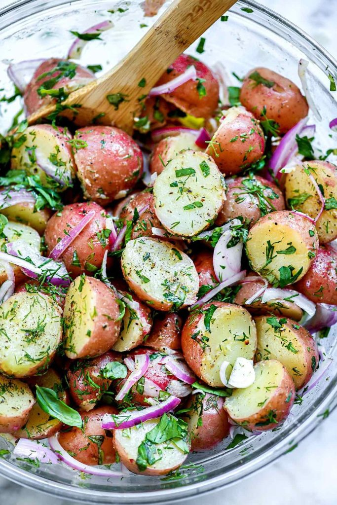 No-Mayo Potato Salad with Herbs | There are times when a mayo-free potato salad is exactly what's needed. Like those backyard barbecues where mayonnaise and summer's heat simply don't mix #healthyrecipes #easyrecipes #cleaneatingmealprep