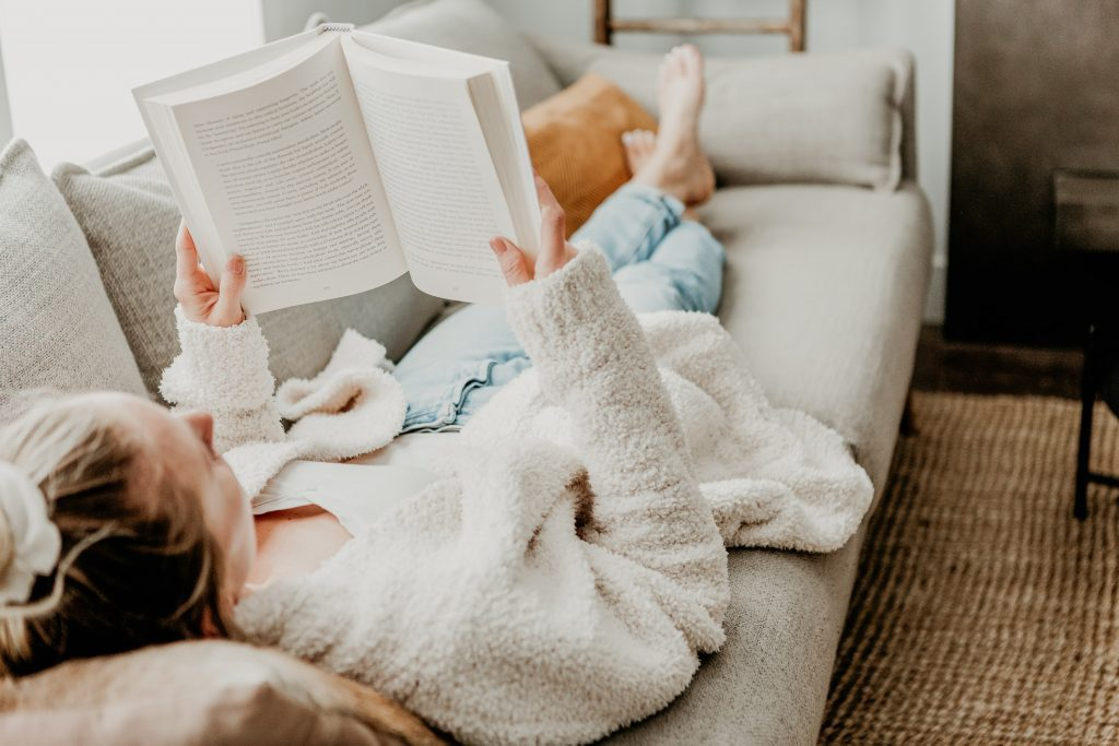 I want to share with you 7 easy things you can start doing right away that will revolutionize how you wake up. This daily habit has been game-changing for me and I hope you can be inspired to improve your daily self care habits #successfulpeople #selfcare #dailyroutine #tochangeyourlife
