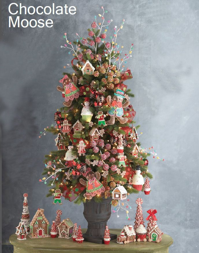 Ginger Bread Man Christmas Tree | Want ideas for unique Christmas trees for the 2020 holiday season? Find inspiration ideas for your Christmas tree decoration from creative and unique xmas trees. From white, upside down, best Christmas trees on wall, pink Christmas trees, and even Disney Christmas tree decorations. From big and small unique Christmas tree ideas. Perfect for kids and for the holidays. #uniquechristmastree #christmastreeideas #christmastreeideas #christmas
