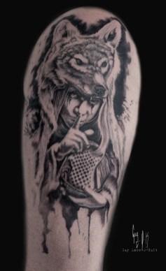 Psst - Tattoo von Guy Labo-O-Kult, gestochen auf der Mondial de Tatouage 2018, Paris