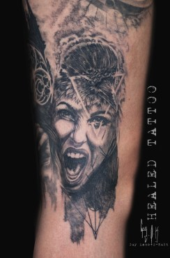 """Crow Woman"" par Guy Labo-O-Kult - 2018 | Tatouage Cicatrisé"