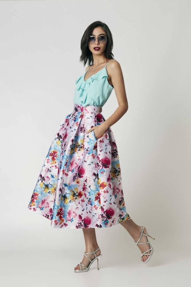 Falda midi estampada en tonos azules y rosas La Böcöque