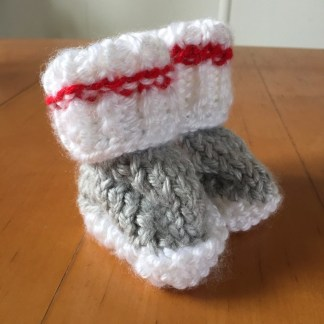 patron-chaussons-bas-de-laine-0-3-mois-a-la-broche-de-la-boite-ateliers-creatifs