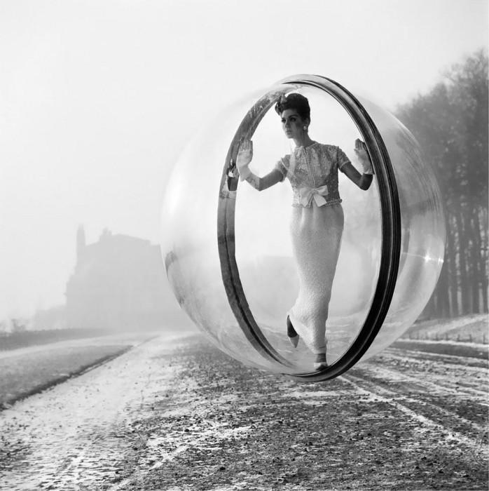 Melvin Sokolsky mode bulle paris 061 698x700 Une bulle à Paris
