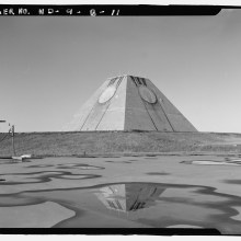 Une pyramide perdue dans le Dakota pour surveiller la fin du monde