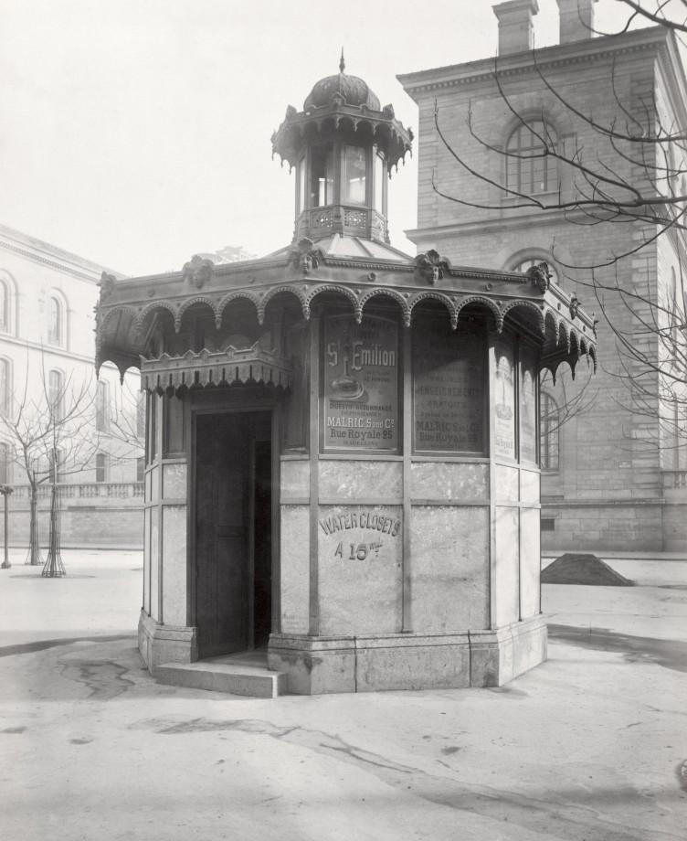 03 Charles Marville Châlet de nécessité du marché de la cité Dorion prorre ca. 1865 752x920 Les urinoirs publics de Paris en 1865 par Charles Marville