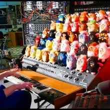 The Furby Organ : Un orgue fabriqué avec 44 Furbies