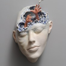 Lucid dream II : des contorsions surréelles dans des portraits de glaise