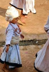 "Nepal – bambini coinvolti nella festa hindu ""dussehra"" a Bhaktapur"