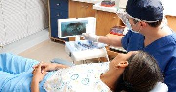 Zahnarzt Unteruschung von Zahnfleischerkrankungen