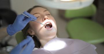 Zahnarzt Behandlung einer Zahn Plombe