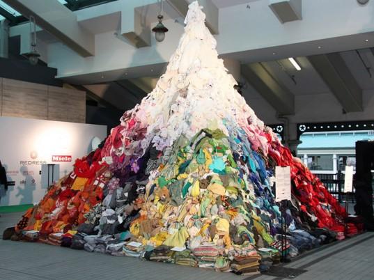 Pirámide ropa reciclable Hong Kong