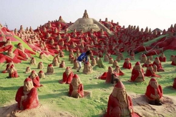 Esculturas arena Santa Claus contra calentamiento global