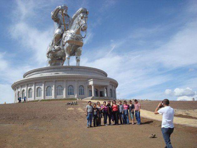 La impresionante estatua ecuestre de Gengis Khan en Mongolia
