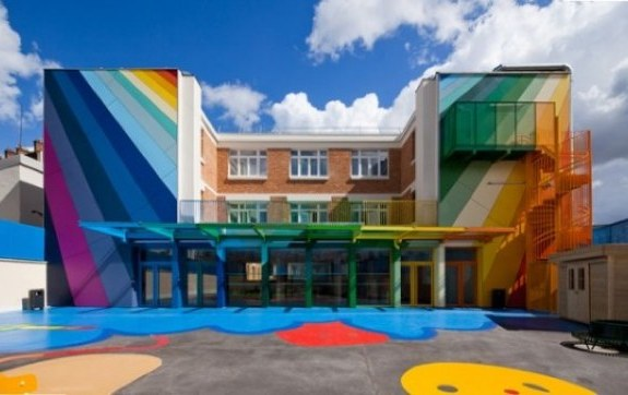 Escuela de París usa los colores para estimular a los estudiantes
