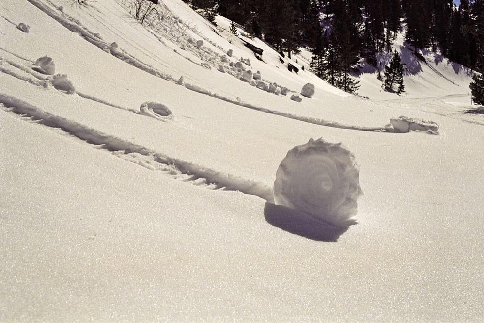 El curioso fenómeno meteorológico de los Snow Roller