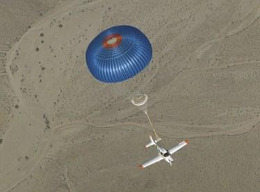 Una avioneta con paracaídas incorporado
