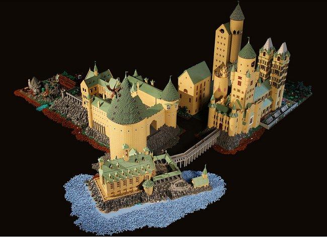 Enorme-replica-Hogwarts-piezas-Lego