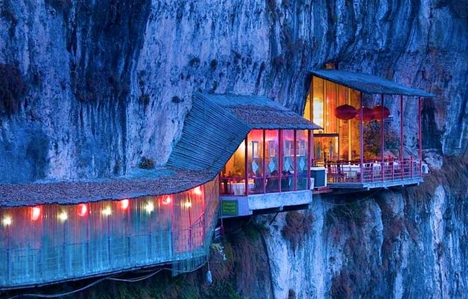 El restaurante colgante de La Cueva de los Tres Viajeros 1