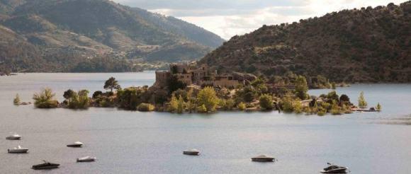 Isla medio Ávila