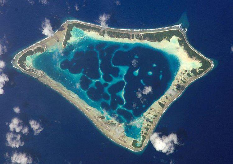 La pequeña isla micronesia donde la población masculina habla su propio idioma