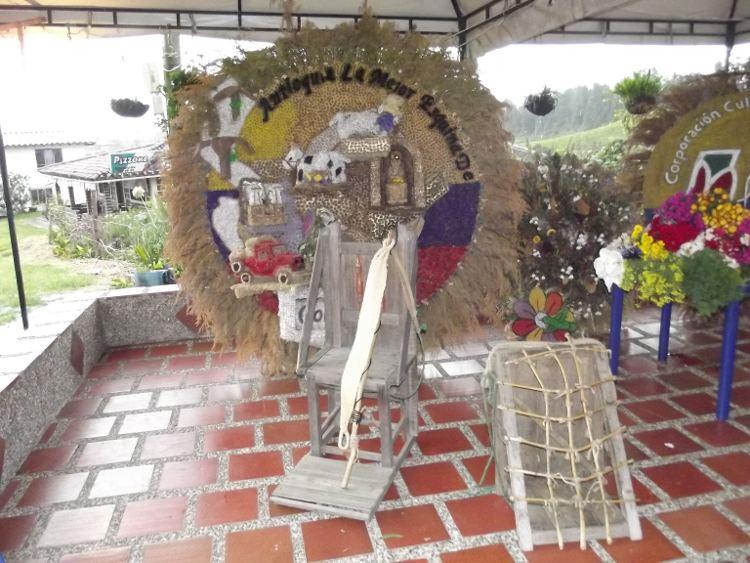 Silleteros y hospedaje new age en Santa Elena (Medellín)