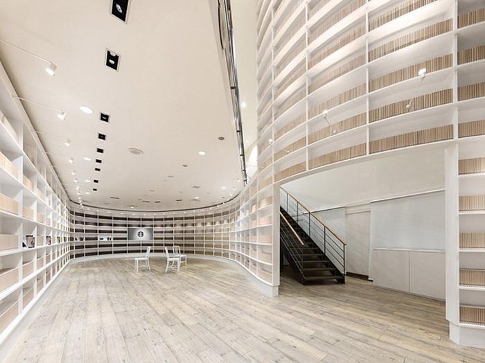 Diseñan el interior de un Starbucks como una biblioteca