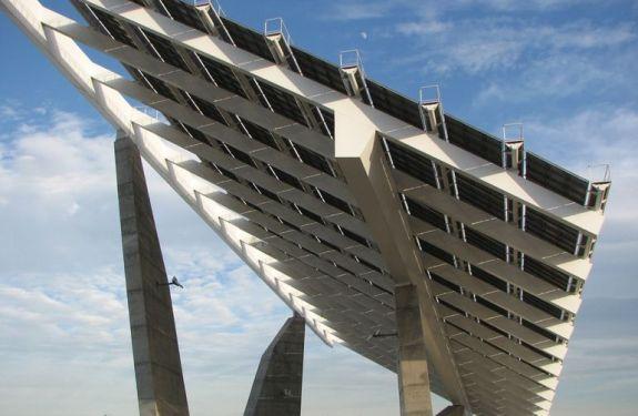 La mayoría de paneles solares están orientados en la dirección equivocada