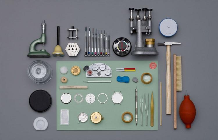 Un fascinante vídeo de la creación artesanal de un reloj