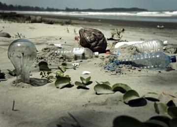 El 99 por ciento del plástico vertido al mar ha desaparecido misteriosamente