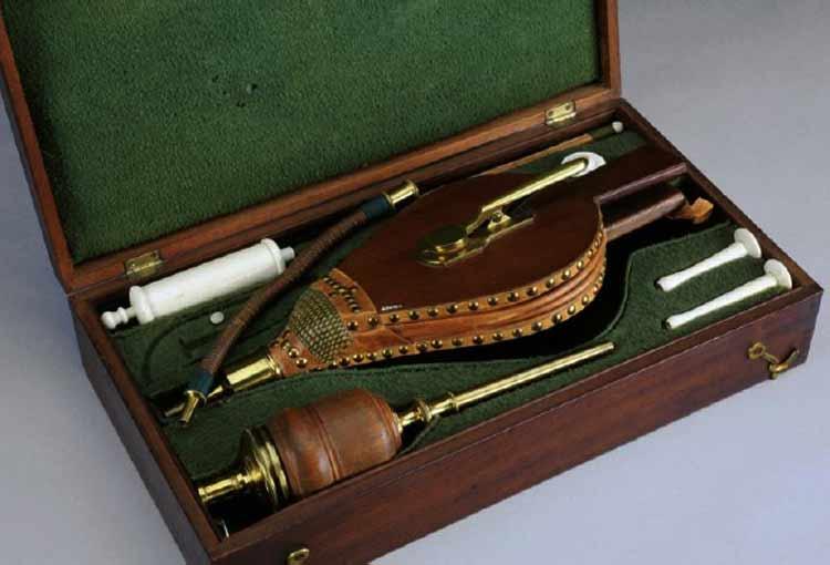 Un kit de resucitación de ahogados del siglo XIX