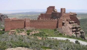 El castillo rojo de Peracense