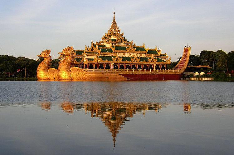 Karaweik, una espectacular embarcación de Rangún