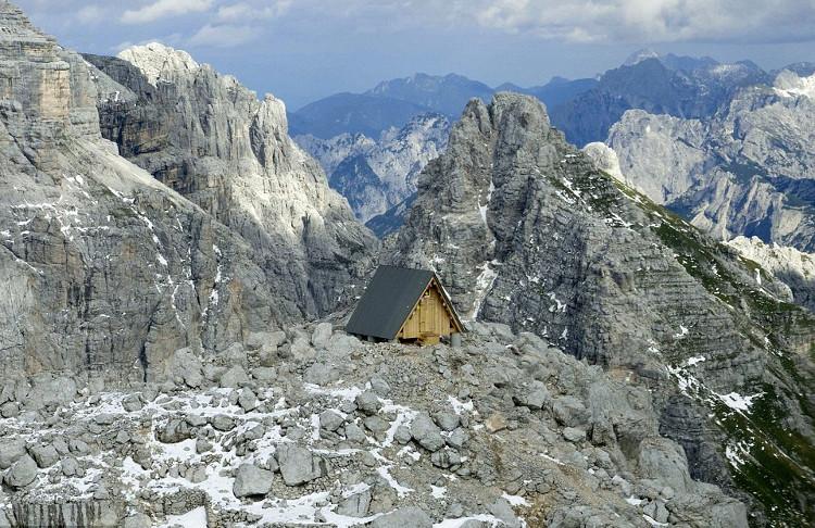 Un impresionante refugio-homenaje en los Alpes