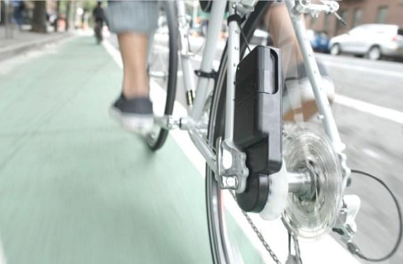 Siva Cycle Atom recargando movil montar bici