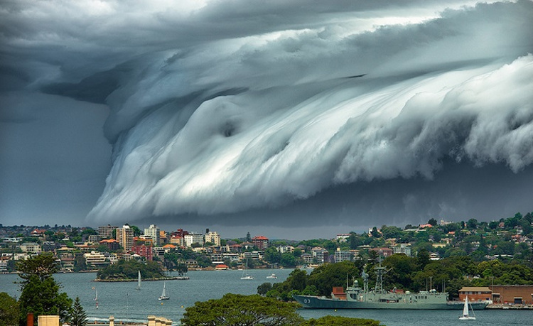 Espectacular tsunami de nubes sobre Australia
