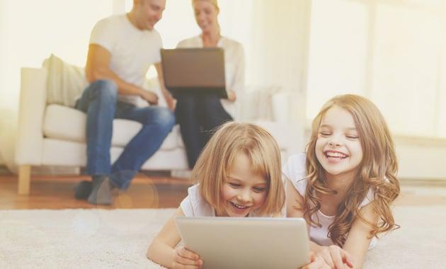 family-technology-630-Dollarphotoclub_67378312