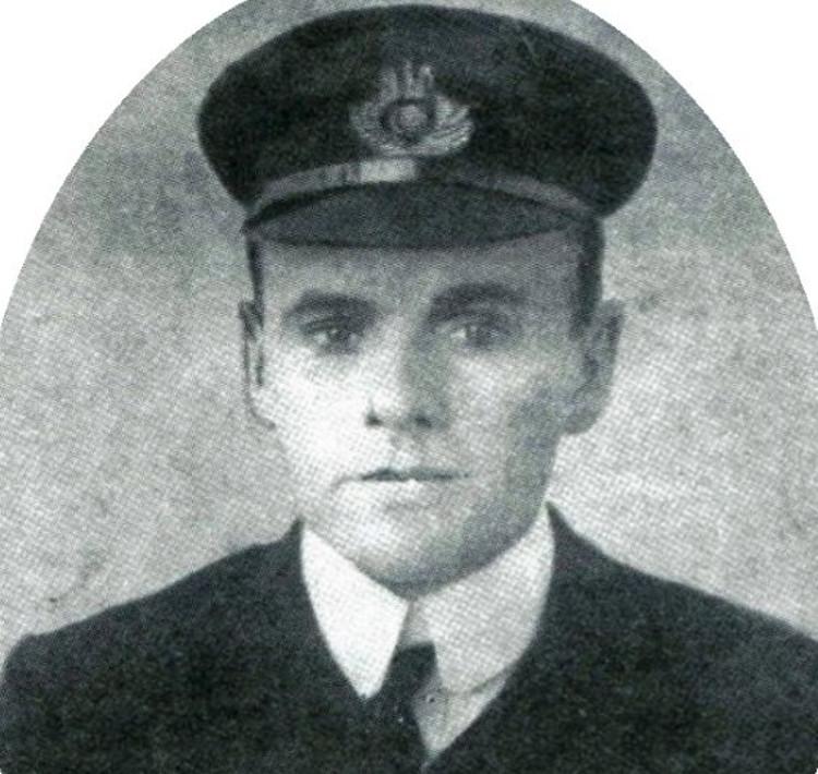Heroico oficial sobrevivio hundimiento Titanic dos guerras mundiales