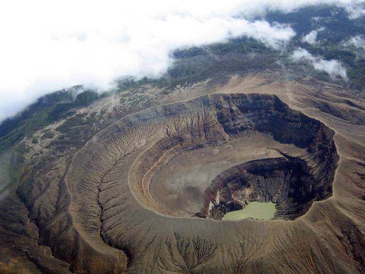 El Salvador abre al turismo la cima de sus volcanes del Cinturón de Fuego